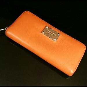 Michael Kors orange wallet. Good used condition.